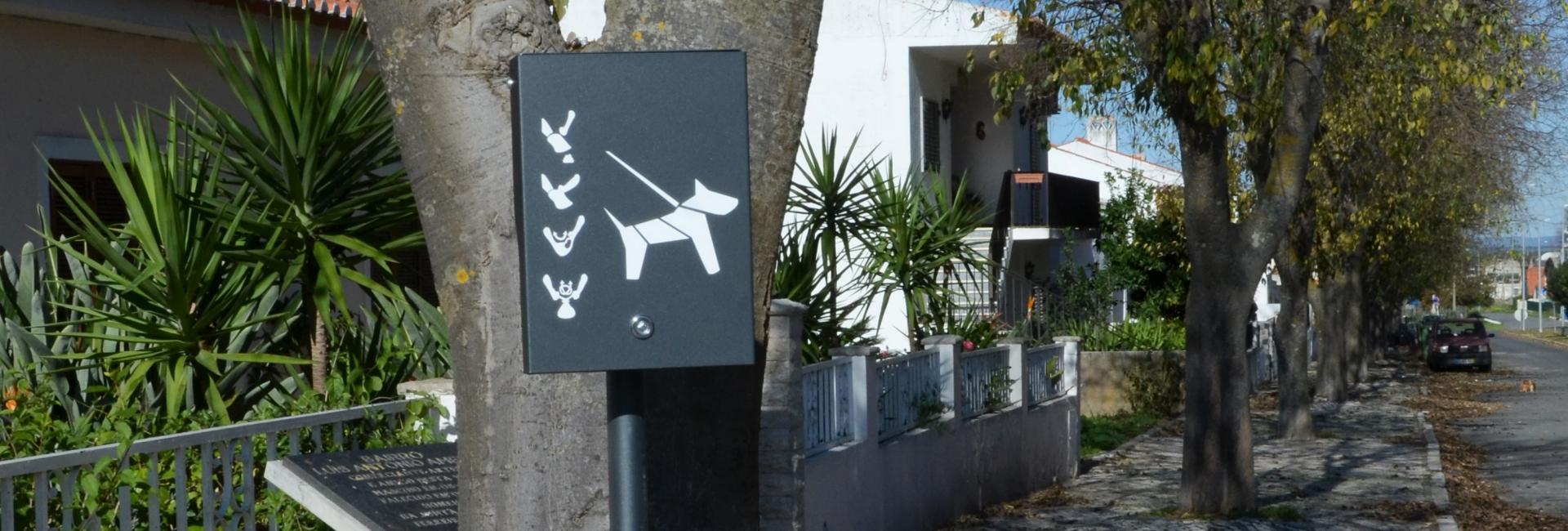 (Português) Ferreira já tem dispensadores de sacos para dejetos caninos