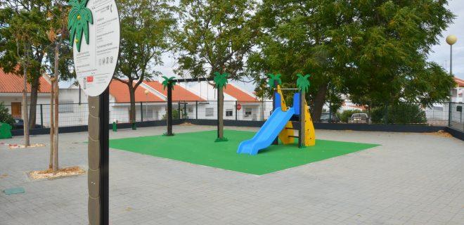 (Português) Bairro da Colina, em Ferreira do Alentejo, tem um novo espaço de recreio com parque infantil