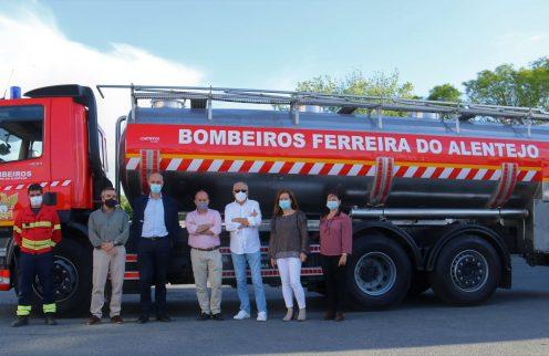 (Português) Câmara oferece autotanque aos Bombeiros Voluntários