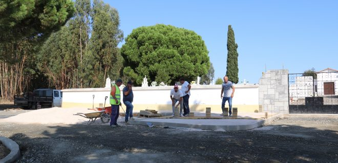 (Português) Remodelação do espaço exterior do cemitério de Canhestros