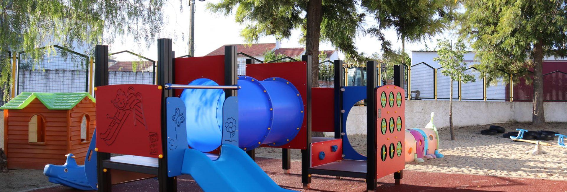(Português) Novos Parques Infantis nas Escolas do Concelho